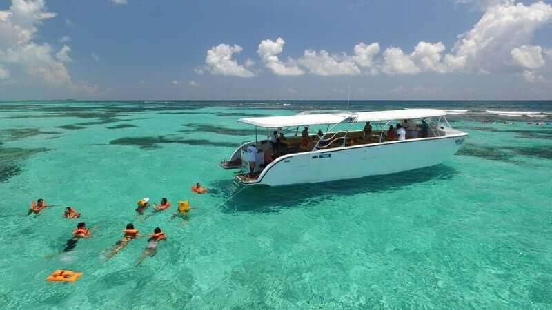 Barco en la Isla Contoy