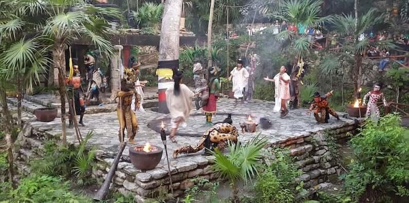 Principales atracciones del Parque Xcaret en Cancún: Vilarejo Maia