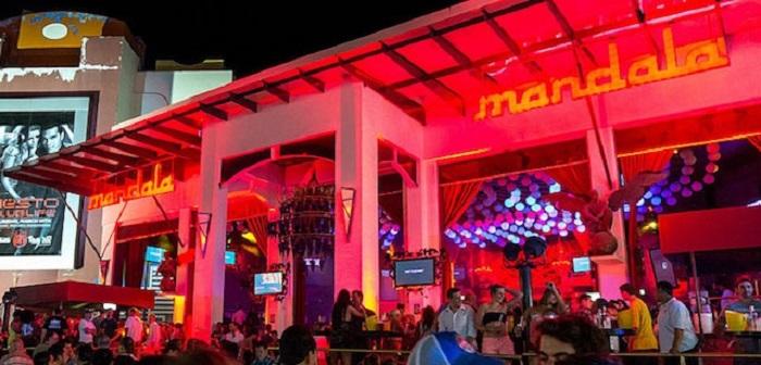 Diversión en el bar y discoteca Mandala en Cancún