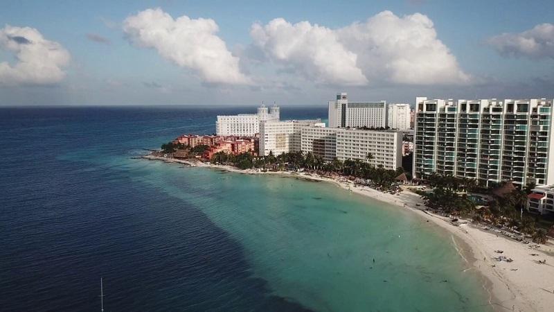 Diversión en la Playa Caracol en Cancún