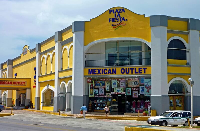 Plaza La Fiesta Mexican Outlet en Cancún